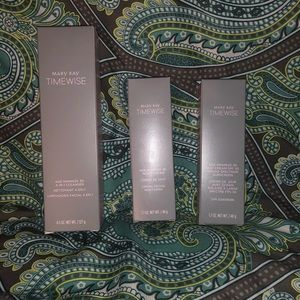 BRAND NEW IN BOX MaryKay time wise set